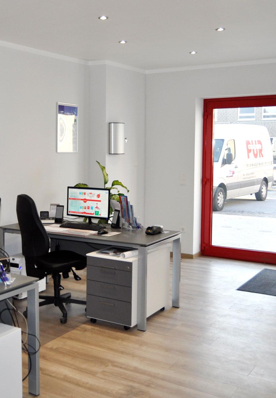 PÜR Lack - Meisterbetrieb für Karosserie- und Lackiertechnik in Ahlen | Eingangsbereich